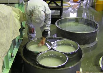 旭菊酒造_洗米